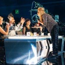 X Factor 6: Cixi si esibisce a tu per tu con i quattro giudici del talent nella prima finale