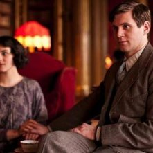 Downton Abbey: Allen Leech e Jessica Brown Findlay in una scena della premiere della stagione 3