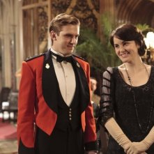 Downton Abbey: Dan Stevens e Michelle Dockery in una scena della serie