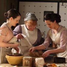 Downton Abbey: Lesley Nicol e Sophie McShera in una scena della serie