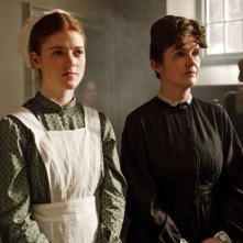 Downton Abbey: Siobhan Finneran e Rose Leslie in una scena della serie