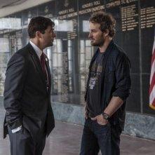 Operazione Zero Dark Thirty: Jason Clarke in una scena insieme a Kyle Chandler