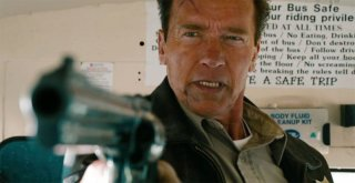 The Last Stand - L'ultima sfida: Arnold Schwarzenegger nei panni dello sceriffoRay Owens in una scena del film