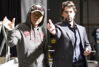 The Last Stand - L'ultima sfida: il regista Kim Ji-woon insieme a Eduardo Noriega sul set