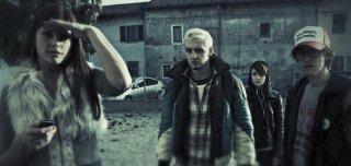 Cose cattive: Marta Gastini, Jennifer Mischiati, Nicola Sorrenti e Aaron Omossiese in una scena del film