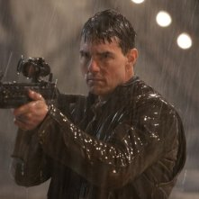 Jack Reacher: Tom Cruise punta la sua arma infallibile in una scena del film