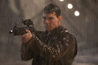 Jack Reacher: Tom Cruise punta la sua arma infallibile in una scena del film