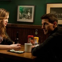Tom Cruise e Alexia Fast in una scena di Jack Reacher - La prova decisiva