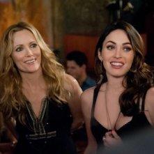 Leslie Mann in una scena di Questi sono i 40 insieme a Megan Fox