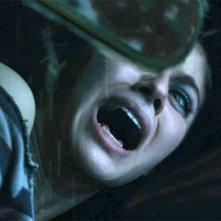 Non aprite quella porta 3D: Alexandra Daddario in una drammatica immagine tratta dal film
