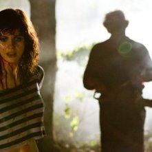 Non aprite quella porta 3D: Alexandra Daddario inseguita da Leatherface in una scena del film
