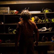 Non aprite quella porta 3D: Dan Yeager di spalle nei panni di Leatherface