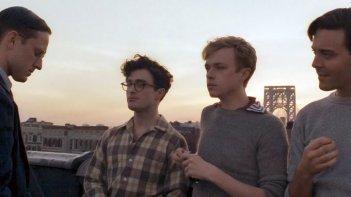 Daniel Radcliffe circondato dagli altri interpreti nella prima immagine ufficiale di Kill Your Darlings