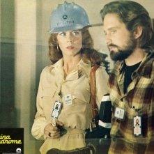 Jane Fonda e Michael Douglas su una lobbycard promo per Sindrome Cinese