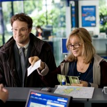 Barbra Streisand con Seth Rogen in una scena di The Guilt Trip