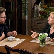 Barbra Streisand discute con Seth Rogen in una scena di The Guilt Trip