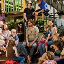 Florian David Fitz (al centro) nella commedia tedesca Jesus Loves Me
