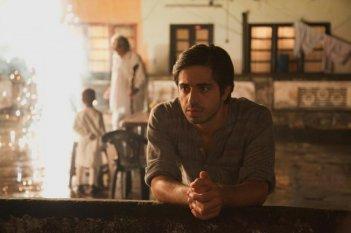 Midnight's Children: Satya Bhabha  in una scena