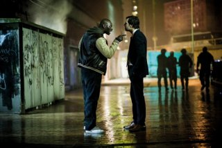 Omar Sy e Laurent Lafitte si confrontano in una scena di De l'autre côté du périph