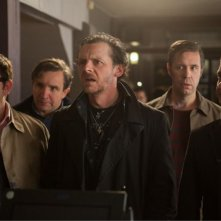 The World's End: Simon Pegg, Nick Frost, Martin Freeman, Paddy Considine e Eddie Marsan in una scena del film