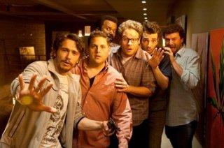This Is the End: James Franco, Seth Rogen, Jay Baruchel, Jonah Hill, Danny McBride e Craig Robinson in una scena del film