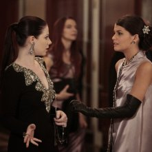 Gossip Girl: Michelle Trachtenberg e Sofia Black-D'Elia nell'episodio Monstrous Ball