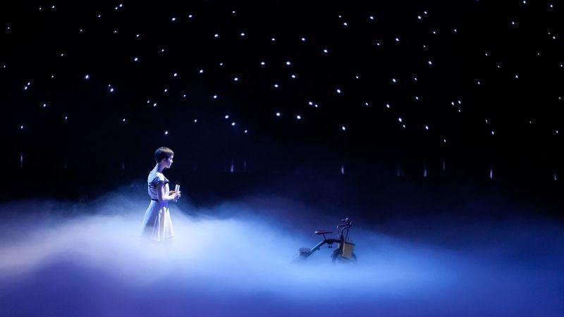 Cirque Du Soleil Mondi Lontani 3D Erica Kathleen Linz Tra Le Stelle In Una Scena 262135