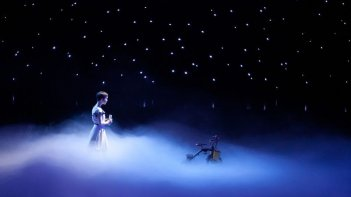 Cirque du Soleil: Mondi lontani 3D, Erica Kathleen Linz tra le stelle in una scena