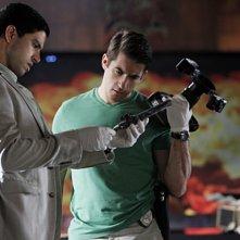 CSI Miami: Adam Rodriquez e Jonathan Togo nell'episodio Spazzati via, della decima stagione