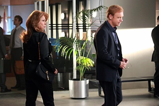 Csi Miami David Caruso Con Raquel Welch In Un Momento Dell Episodio Segreto Di Famiglia Della Decima 262117