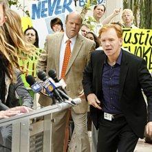 CSI Miami: David Caruso, David Meunier, Rex Linn in una scena dell'episodio Gli assassini della pineta, della decima stagione