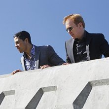 CSI Miami: David Caruso e Adam Rodriguez in una scena dell'episodio Habeas Corpse della decima stagione