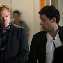 CSI Miami: David Caruso e Ben Hollingsworth in una scena dell'episodio Poker e morte della decima stagione