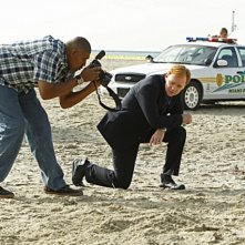 CSI Miami: David Caruso e Omar Benson Miller in una scena dell'episodio Segreto di famiglia della decima stagione