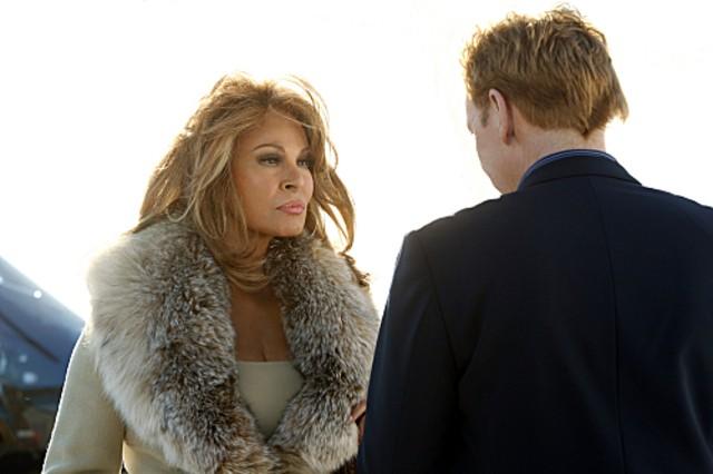 Csi Miami David Caruso E Raquel Welch In Un Momento Dell Episodio Segreto Di Famiglia Della Decima S 262116