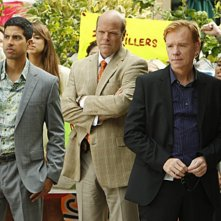 CSI Miami: David Caruso, Rex Linn e Adam Rodriguez in una scena dell'episodio Gli assassini della pineta, della decima stagione