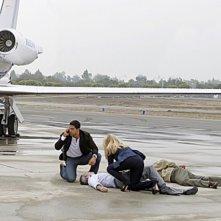 Emily Procter e Adam Rodriguez in un momento dell'episodio Col passare del tempo della decima stagione di CSI Miami