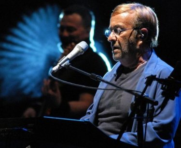 Lucio Dalla E La Morte Chimica Le Teorie Complottiste Sul Cantautore Movieplayer It