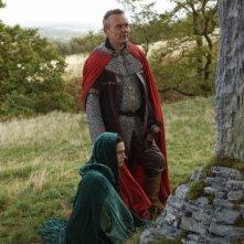 Merlin: Anthony Head e Katie McGrath durante una scena dell'episodio Uccidere il Re della prima stagione