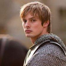 Merlin: Bradley James druante una scena dell'episodio La Regina del passato e del futuro, della seconda stagione