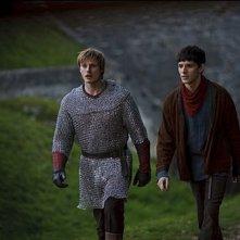 Merlin: Bradley James e Colin Morgan in una scena dell'episodio Il labirinto Gedref, della prima stagione