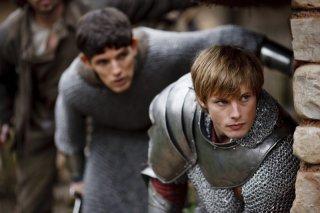 Merlin: Bradley James e Colin Morgan in una scena dell'episodio Momento della verità, della prima stagione