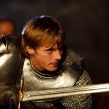 Merlin: Bradley James in una scena dell'episodio La maledizione di Cornelius Sigan, della seconda stagione