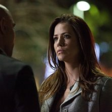 Dallas: Julie Gonzalo in una scena dell'episodio Battle Lines della seconda stagione
