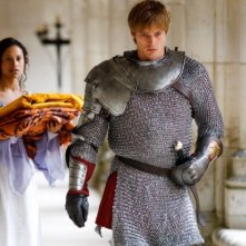Merlin: Angel Coulby e Bradley James in una scena dell'episodio I peccati del padre, della seconda stagione