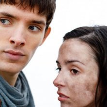 Merlin: Colin Morgan e Laura Donnelly in una scena dell'episodio La dama del lago, della seconda stagione