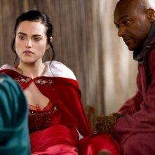 Merlin: Colin Salmon e Katie McGrath in una scena dell'episodio L'incubo ha inizio, della seconda stagione