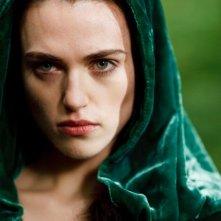 Merlin: Katie McGrath in una scena dell'episodio I fuochi di Idirsholas, della seconda stagione
