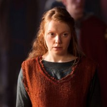 Merlin: Samara MacLaren in una scena dell'episodio Il cacciatore di streghe della seconda stagione