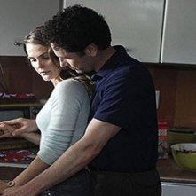 The Americans: Matthew Rhys con Keri Russell in una scena del primo episodio della serie